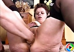 Mature slut meets three young guys and goes for pussy pumping and crazy fisting