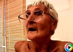 A sexy old granny knows how to deliver a blowjob