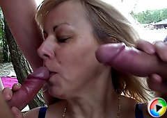 The hardcore mature threesome shows a blonde babe letting them do her mouth and psusy